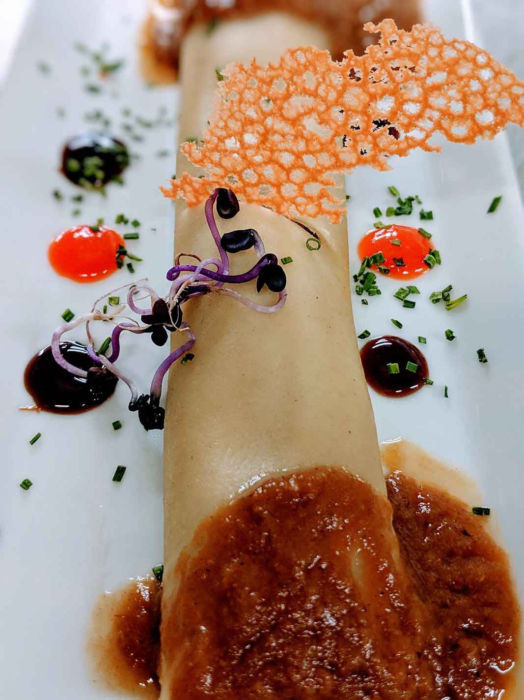 Chicken cannelloni with foie gras, truffle and gravy